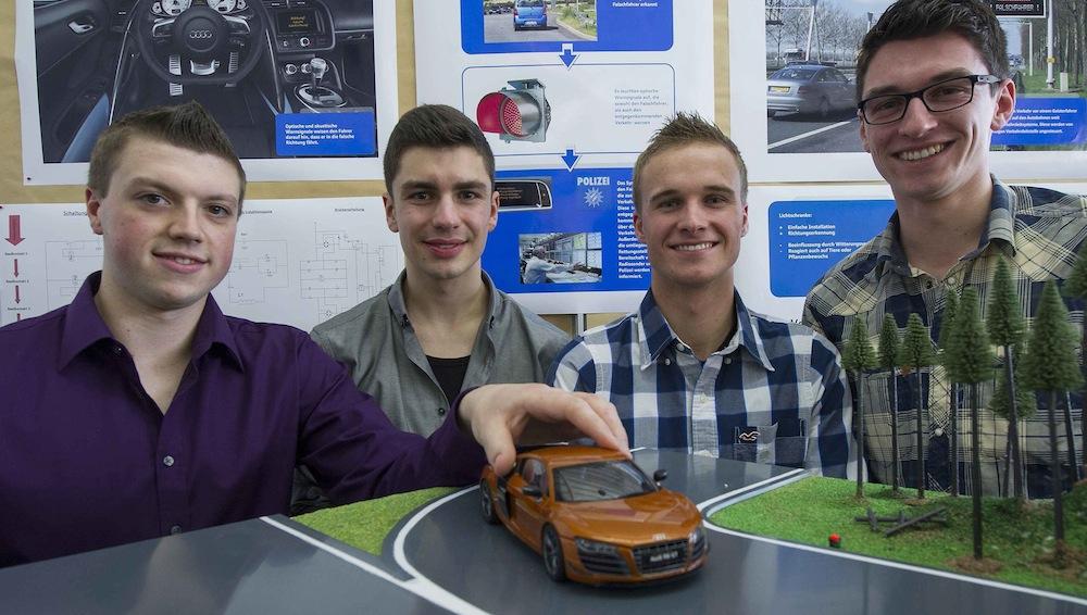 "Azubi-Team beim 34. Regionalwettbewerb ""Jugend forscht"" bei Audi in Ingolstadt. – © Audi"