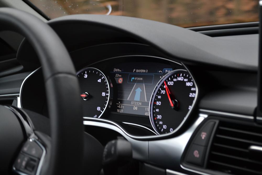 Audi A6 3.0 TDI quattro Armaturenbrett Tacho