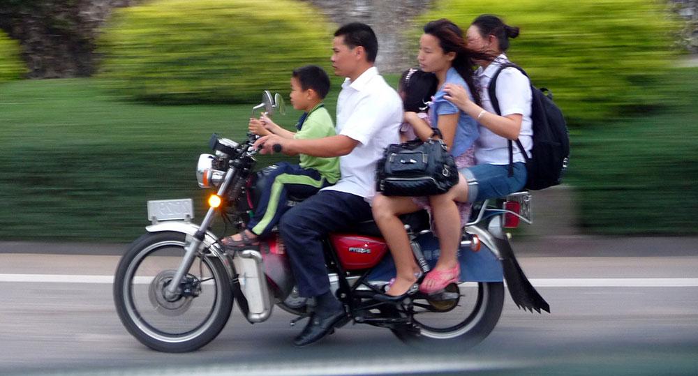 Mitfahrgelegenheit auf dem Motorrad