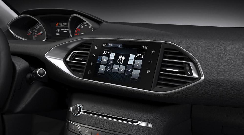 Peugeot-308-2014-Cockpit-Touchscreen-Klimaanlage