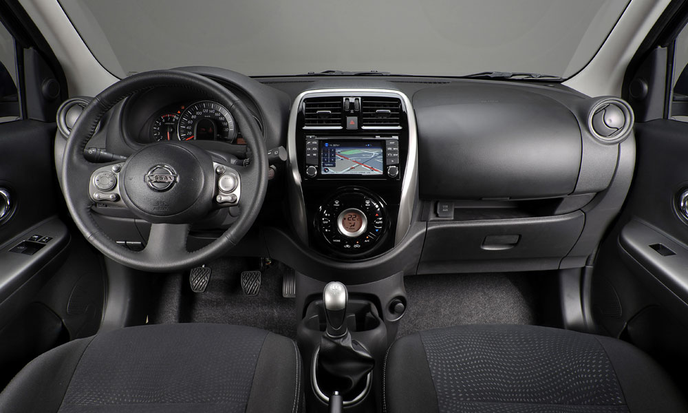 Der neue Nissan Micra (2014) von innen mit Navigationssystem