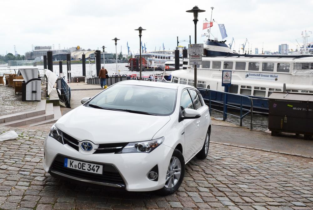 Toyota Auris Hybrid Teaser