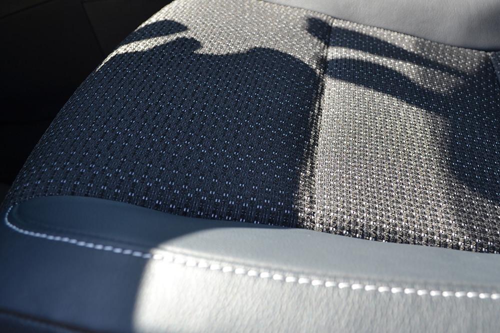 Toyota Auris Touring Sports Sitze Leder Stoff Kombination