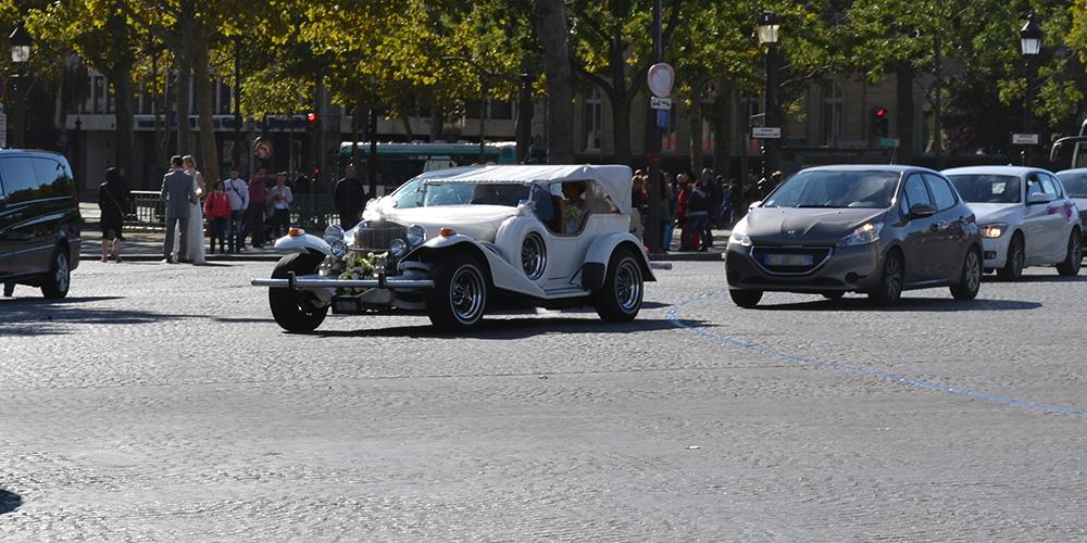 Paris13-Oldtimer-Hochzeit-Place-Charles-de-Gaulle-Triumphbogen